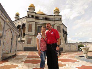8722748-jame-asar-hassanal-bolkiah-mosque-0