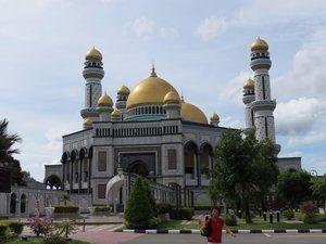 8722751-jame-asar-hassanal-bolkiah-mosque-0