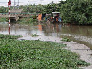 8735042-saigon-river-at-our-outdoor-restaurant-0