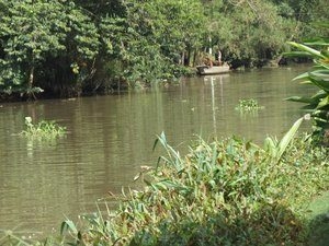 8735044-saigon-river-0
